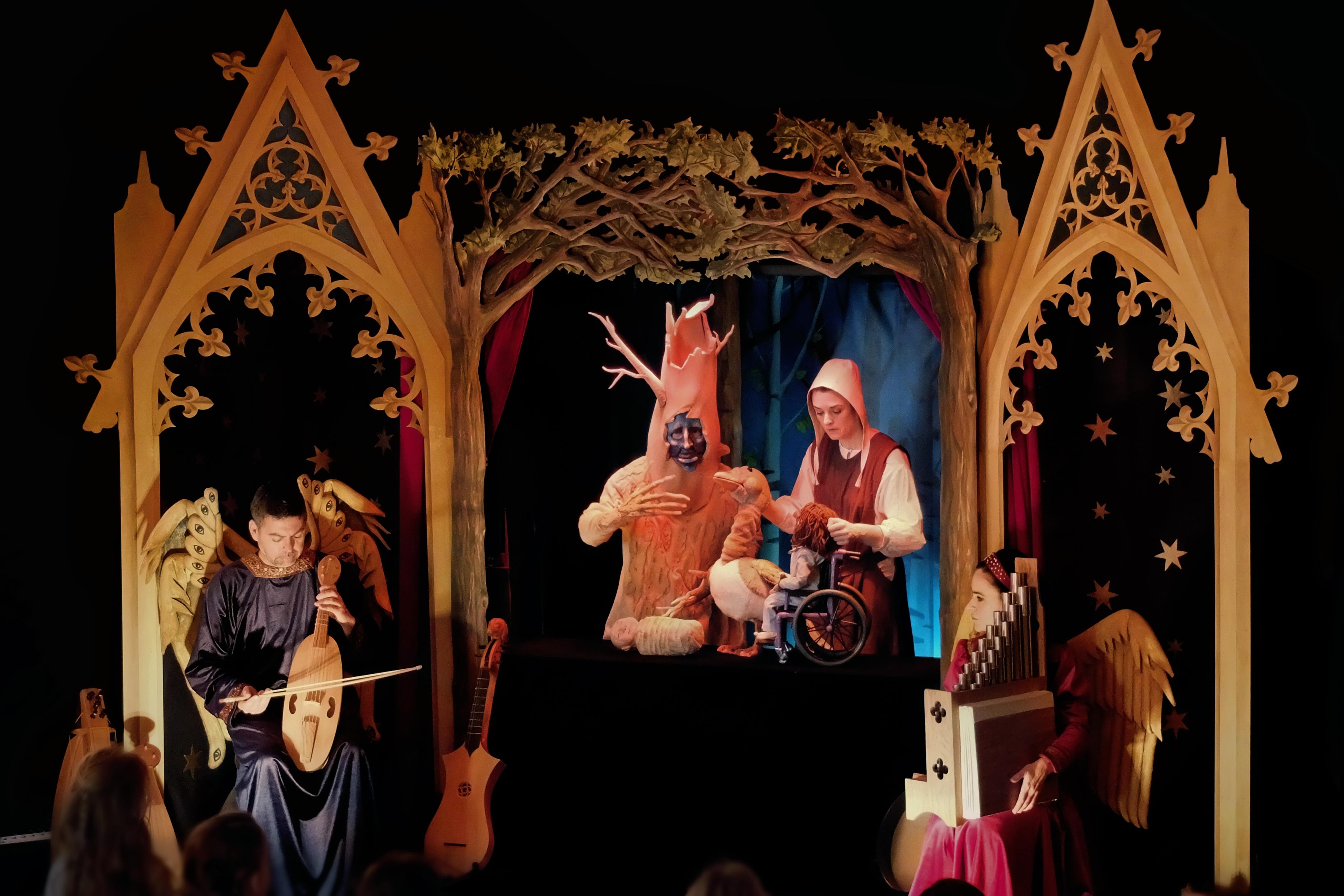 Clarovscuro Teatro. Perdida en el Bosco.